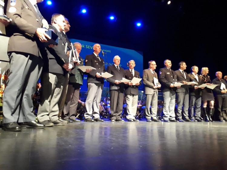 Arany fokozatú kitüntetést a Szlovén Rendőrség Veterán Szövetségétől