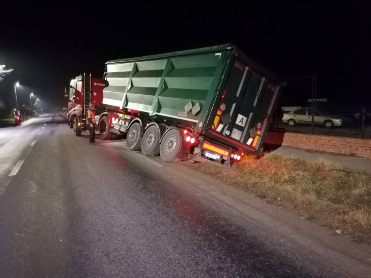 Kamionbalesetnél segédkeztek a polgárőrök Rönökön