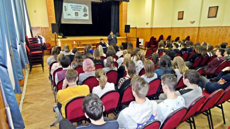 Sárvári polgárőrök az iskolákban