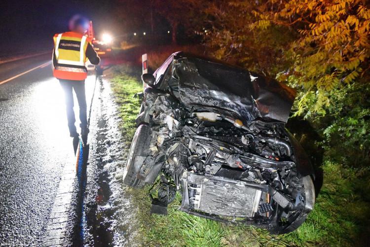 Két személygépkocsi ütközött a 84-es számú úton