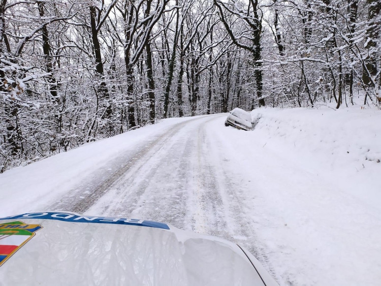 Hogyan vezessünk biztonságosan téli útviszonyok között?