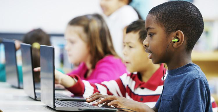 Az interneten is áldozattá válhatnak gyermekeink