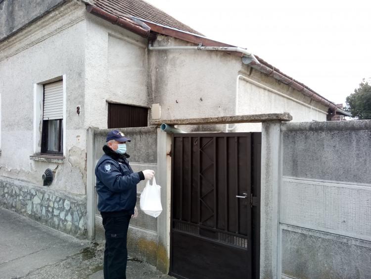 Polgárőrök segítenek a csepregi rászorulóknak