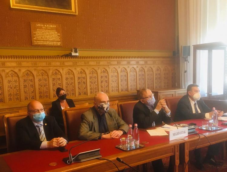 Bizottsági támogatás az OPSZ-nek