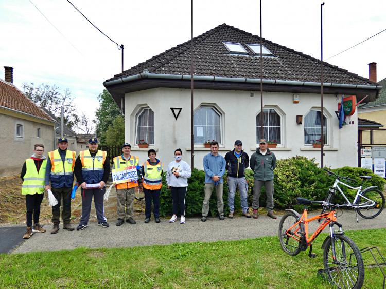 Csényei polgárőrök is csatlakoztak a szemétgyűjtési akcióhoz