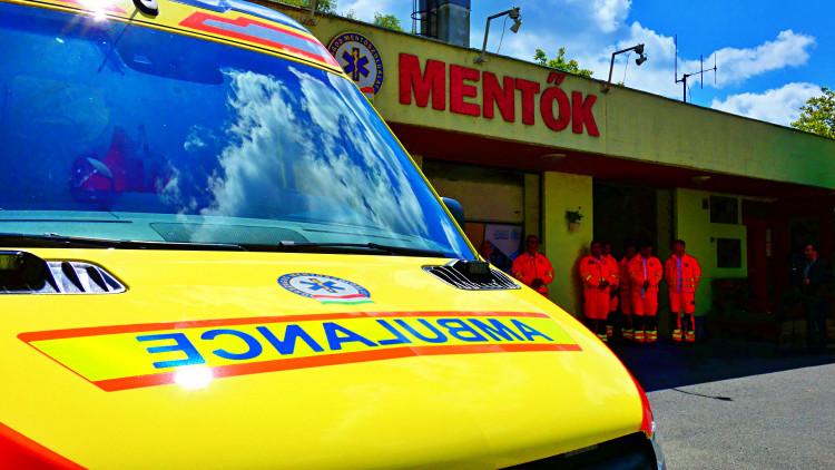 Új mentőautó átadása Sárváron