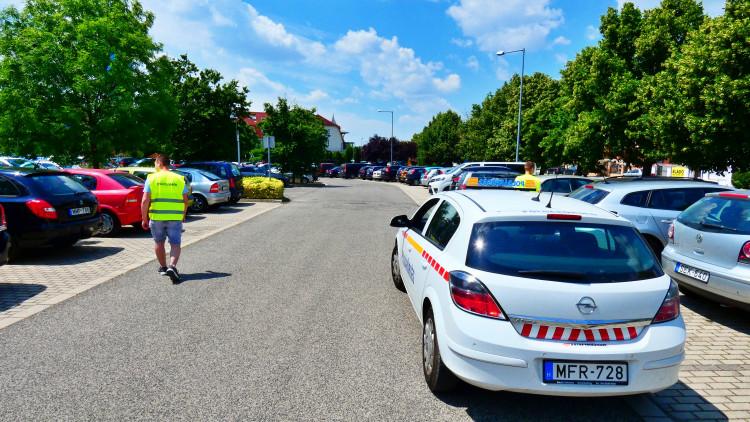 Közösségi szolgálatos diákok a sárvári polgárőrökkel