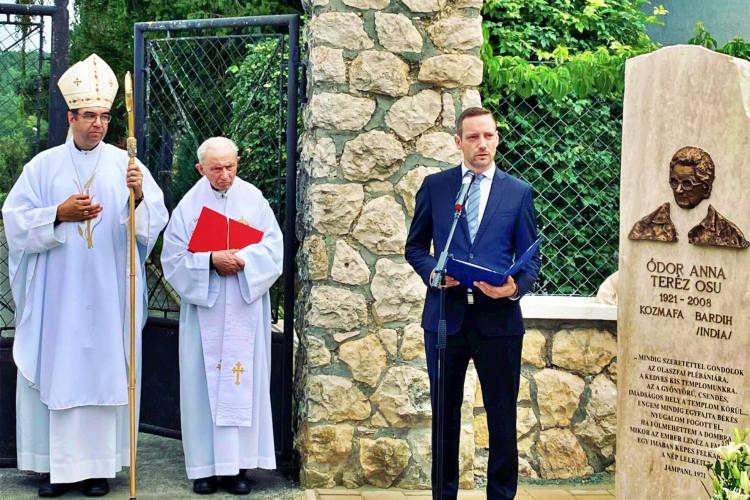 Emlékmű avatáson az Olaszfai Polgárőr Egyesület