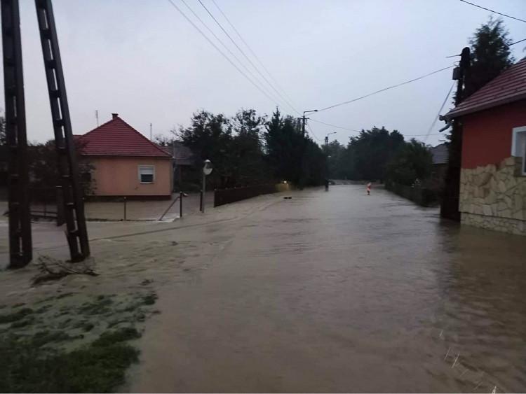 Villámárvíz Bajánsenyén